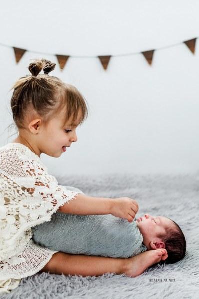 AlainaNunezPhotography.BigSister.BabyBrother
