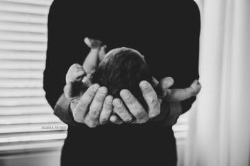 AlainaNunezPhotography.NewborninHands-1